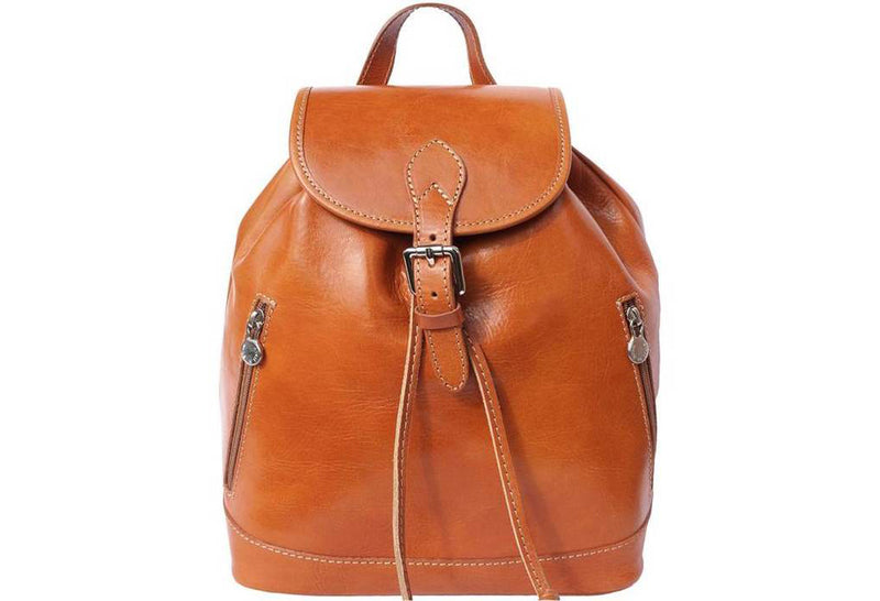 Unmissable accessory: the leather backpack