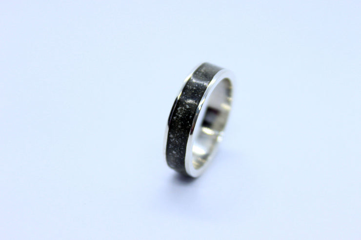 cremation jewelry, memorial jewelry, jewelry made with ashes, cremation ring