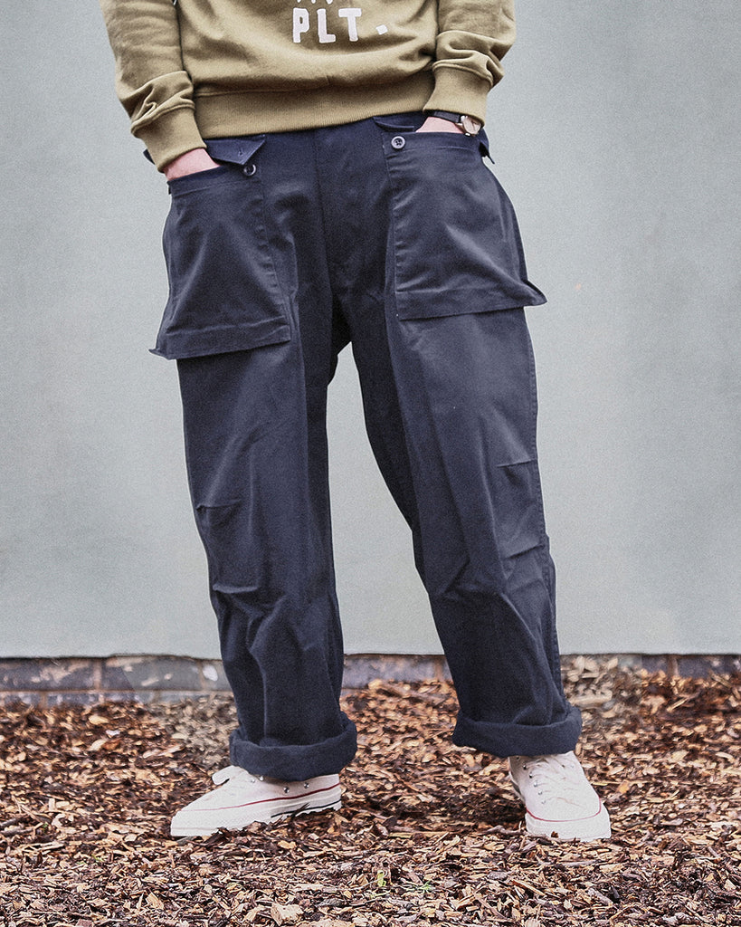 REALM EMPIRE BAGGY USMC UTILITY PANTS IN NAVY