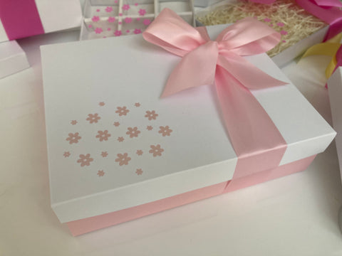 PINK & WHITE FLOWER HAMPER/GIFT BOX 240 x 195 x 70mm
