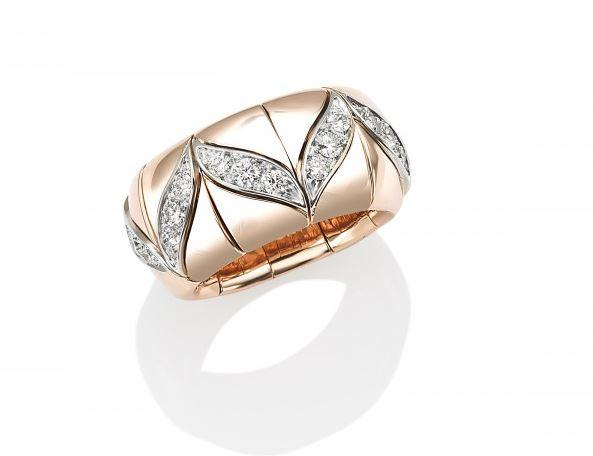 Xpandable V Gold Accented Ring