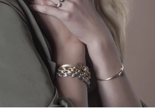 Lucia 18K Yellow Gold and Diamond Hugging Cuff