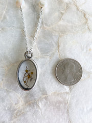 "30"" Framed Oval Silver Pendant Necklace - Sargassum"