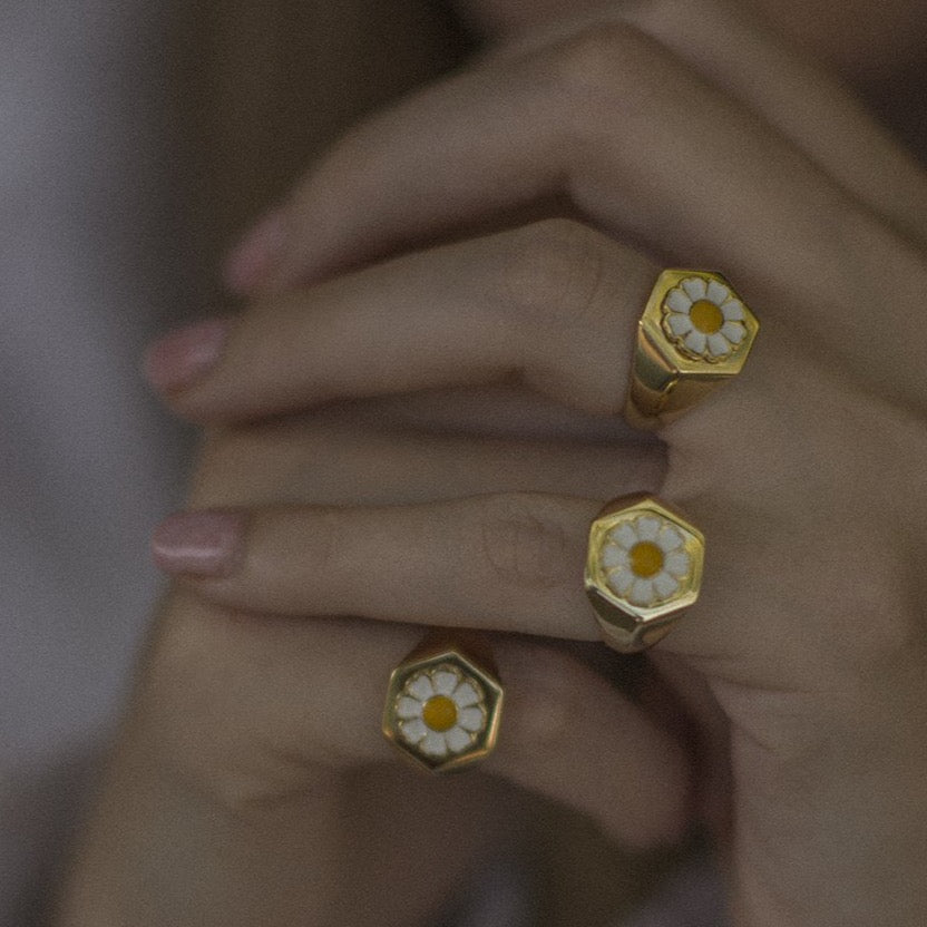 Gold daisy ring - Wilhelmina Garcia
