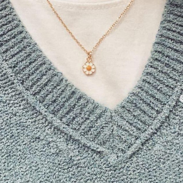Gold Petite Daisy Necklace