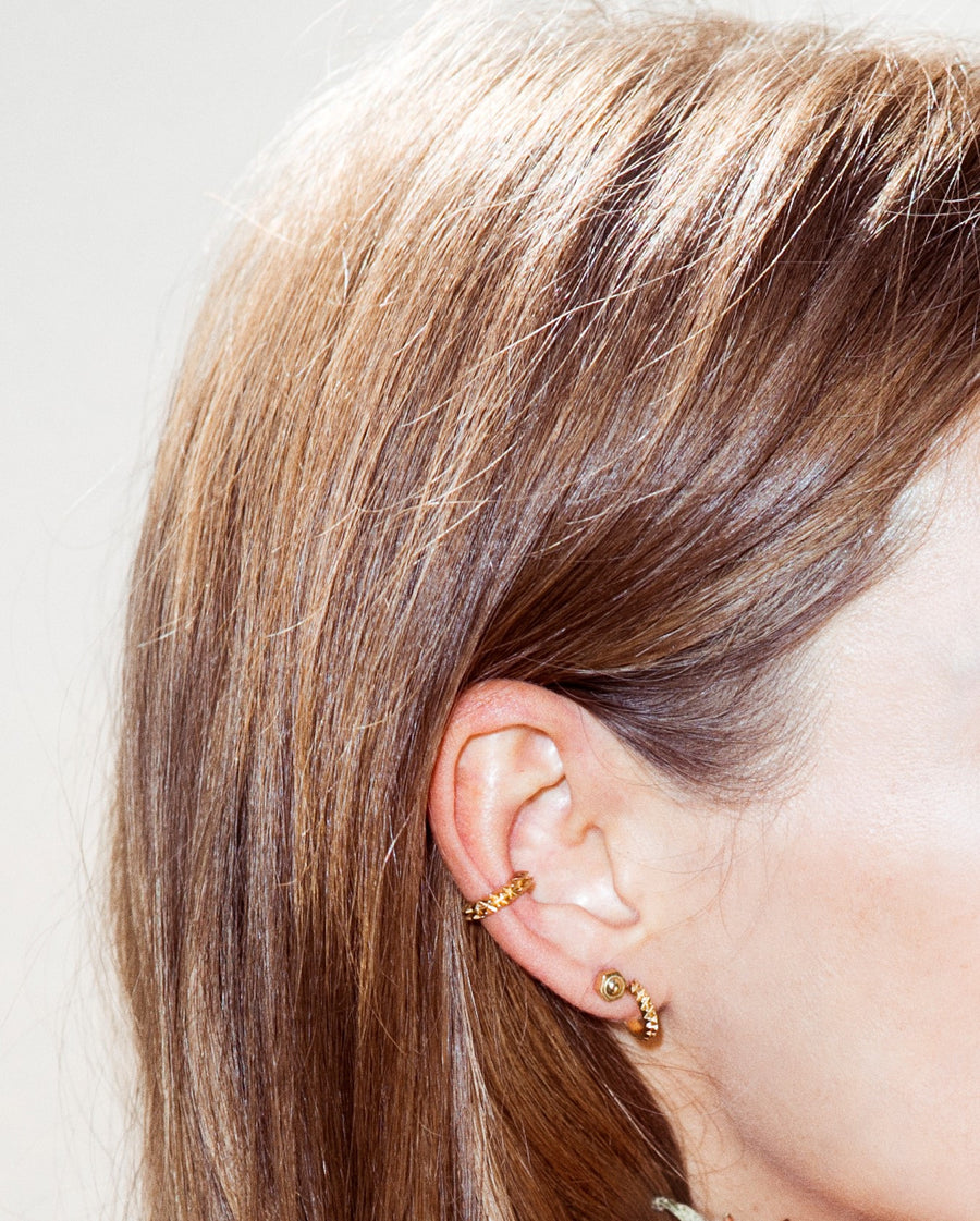 Gold nut stud earrings - Wilhelmina Garcia