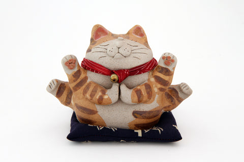 TOKONAME Praying Cat