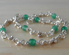 Green agate & sterling silver knots bracelet.
