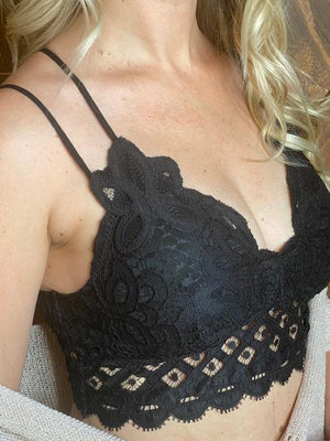 Scalloped Lace Padded Strappy Bralette - Black