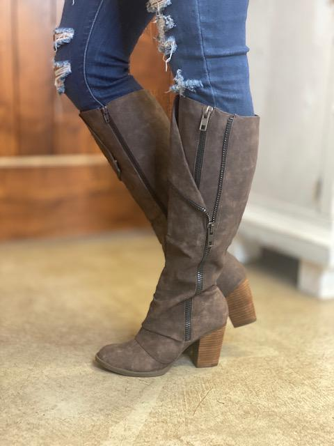 Quincy Boots in Brown