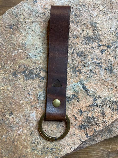 Pine Top Leather Keychain in Nut Brown