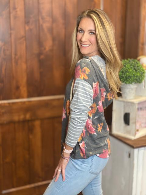 Jill Long Sleeve Floral Print V-Neck Hoodie in Gray