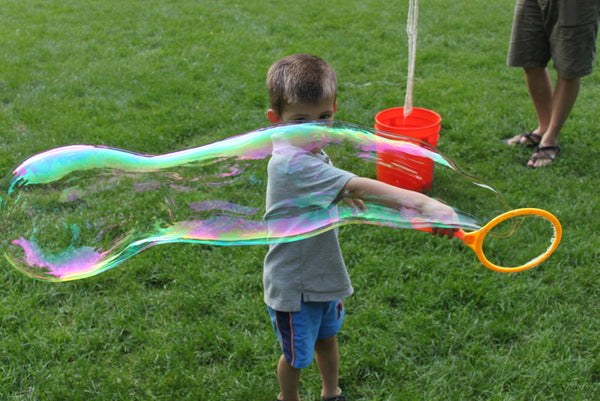 "Extreme Bubbles 7"" Hoop Kit makes it easy for kids to blow giant bubbles"