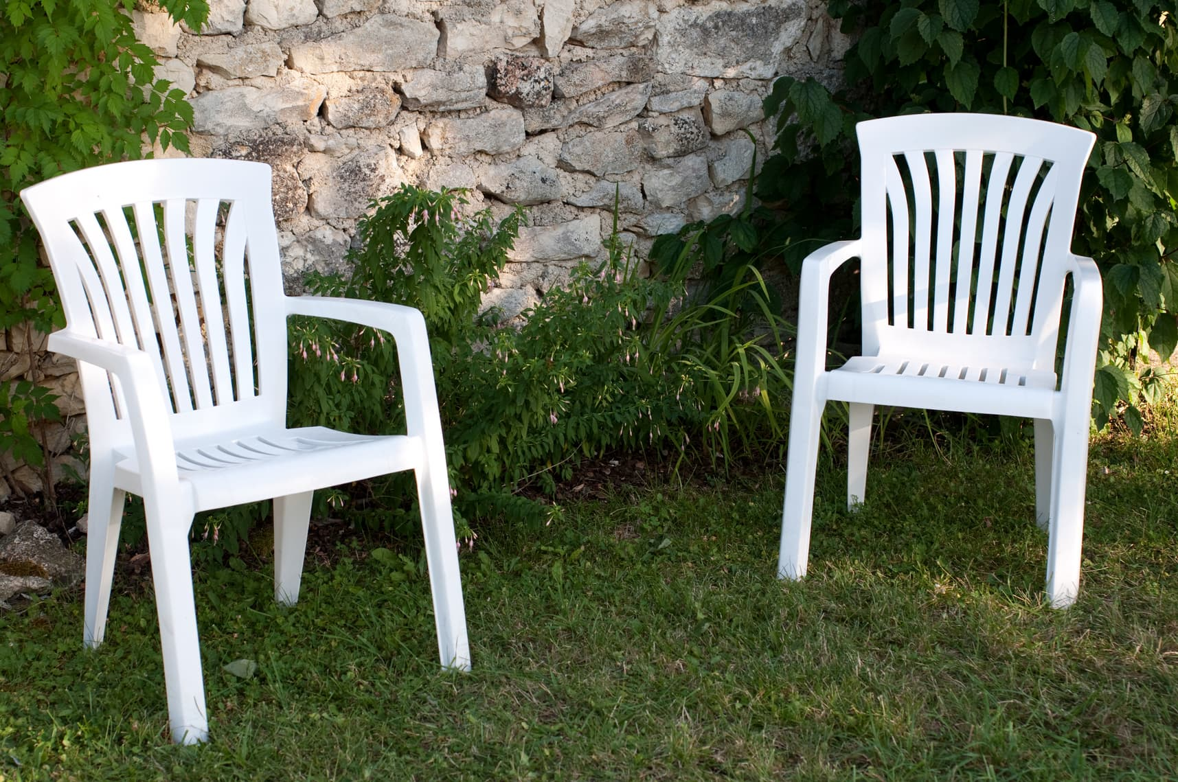 White cheap plastic outdoor chairs