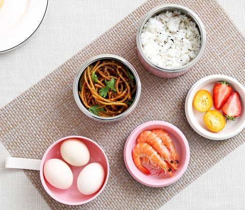 Lunch box isotherme rose a etages avec nourriture healthy
