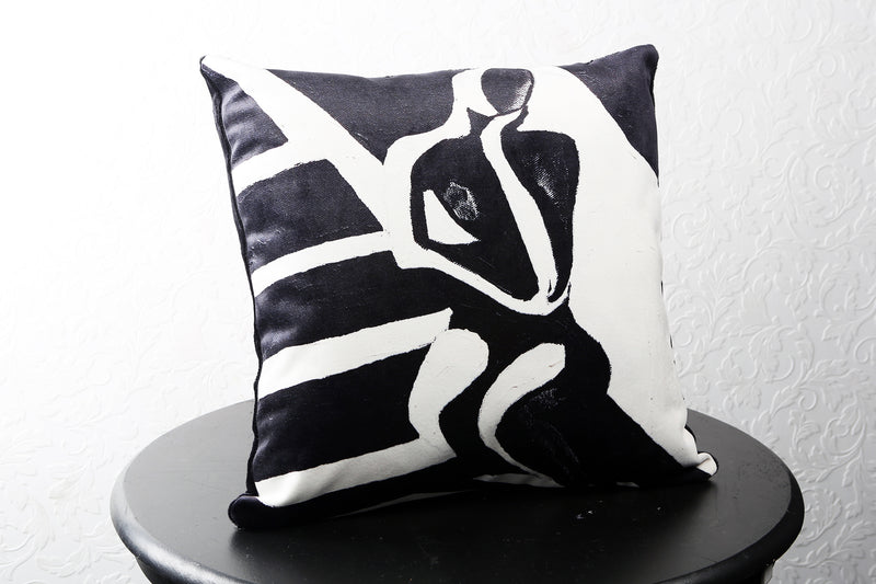 "BLACK OR WHITE VELVET PILLOW 22"" x 22"" - [collection]"