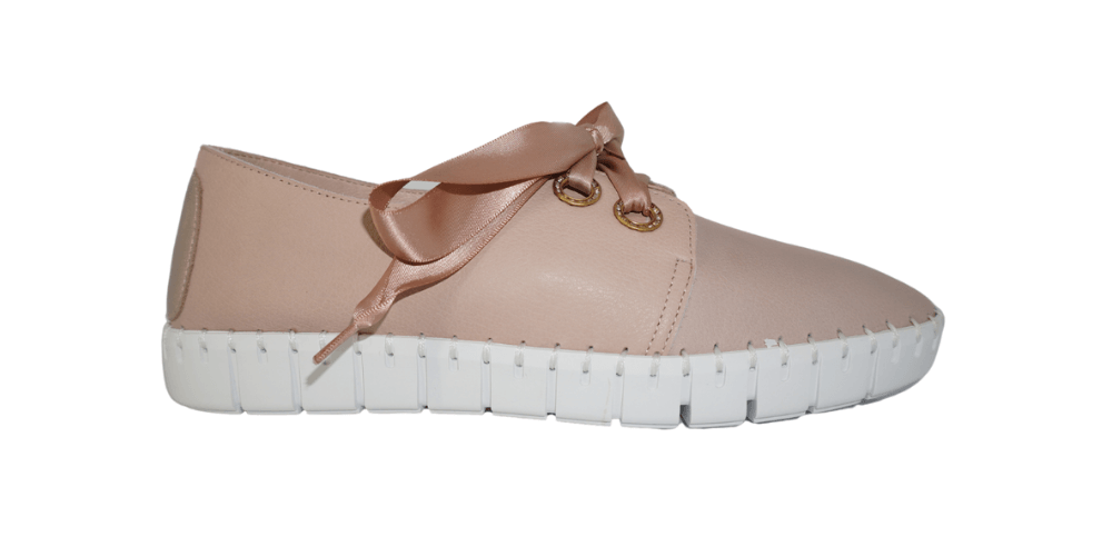 Ballerina pink sneaker with soft ribbon laces