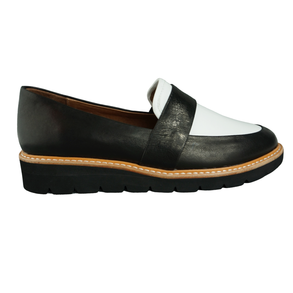 Audrey Avenue Ecco White Black Loafers
