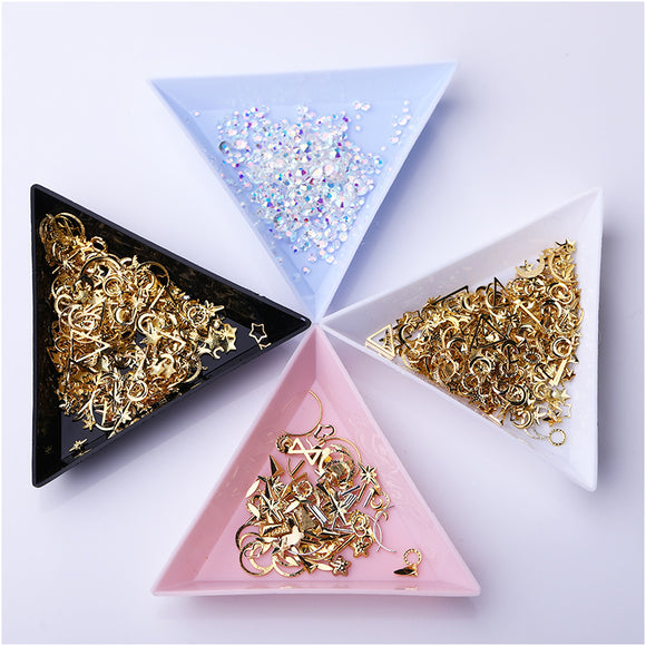 Triangle Nail Art Dish 1pc (BLACK WHITE PINK BLUE)