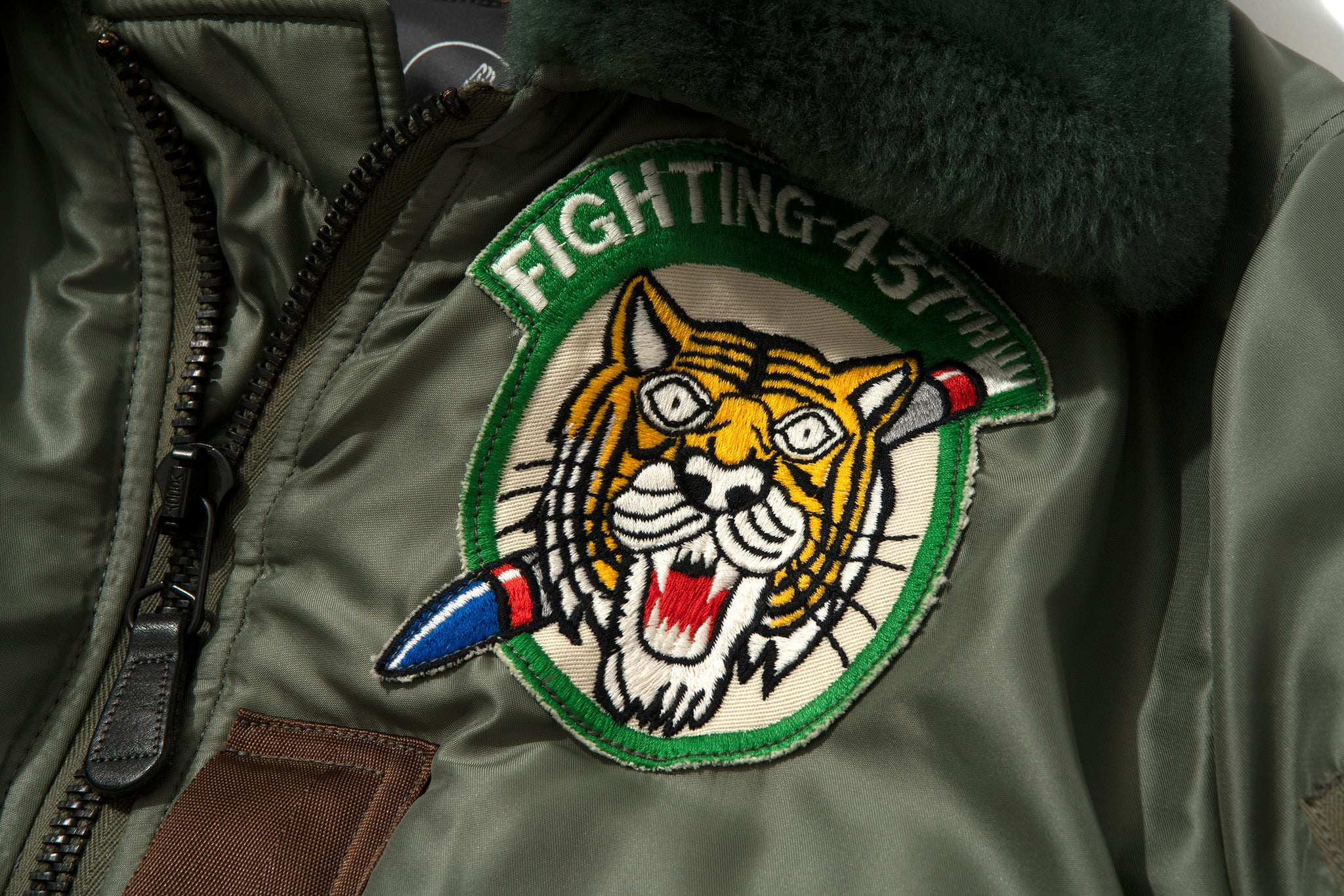 TYPE B-15D / FIGHTING - 437th