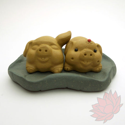 Happy Piggy Couple Teapet