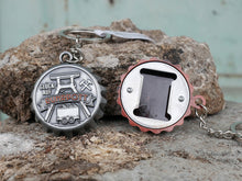 Laden Sie das Bild in den Galerie-Viewer, Keychain MET
