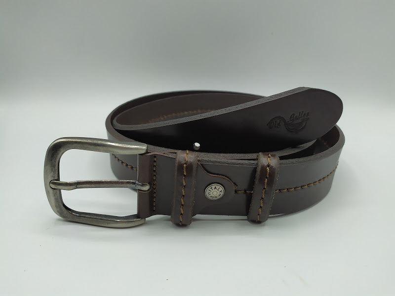 Belt With Central Seam