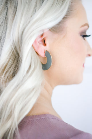Keep Ya Guessin' Reversible Earrings - Black/Grey