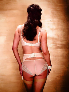 Fraulein Annie Falling In Love Shaping Suspender Belt