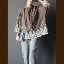 Laden Sie das Bild in den Galerie-Viewer, 1930s Plus size embroideried women top shirt in dark khaki