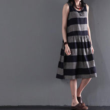 Laden Sie das Bild in den Galerie-Viewer, gray strip linen sundress summer sleeveless fit flare dress