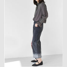 Laden Sie das Bild in den Galerie-Viewer, Black strip women shirt long trumpet sleeves casual blouses