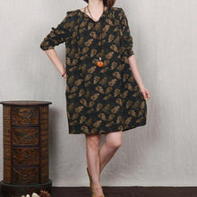 Laden Sie das Bild in den Galerie-Viewer, Dark green leaf print floral linen dress plus size spring dress
