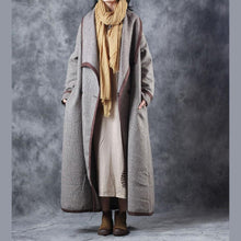 Laden Sie das Bild in den Galerie-Viewer, Fashion Plaid maxi coat plus size clothing Turn-down Collar maxi coat Elegant double breasted trench coat