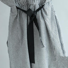 Load image into Gallery viewer, Fine black white Plaid cotton blended caftans plus size clothing v neck tie waist gown Fine long sleeve baggy dresses
