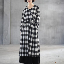Load image into Gallery viewer, Fine black white plaid linen maxi dress plus size clothing v neck traveling dress Fine front open maxi dresses