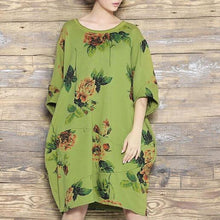 Laden Sie das Bild in den Galerie-Viewer, Green floral shift dress summer dress cotton linen