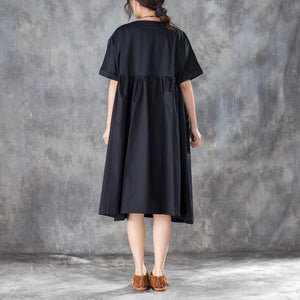 Loose Short Sleeve Round Neck Black Pleated Dress