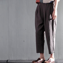 Load image into Gallery viewer, Navy blue summer linen Capri pants casual Crop Pants Cropped Trousers