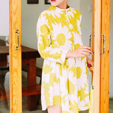 Load image into Gallery viewer, Plus size sweet yellow daisy print spring dress linen shift dress
