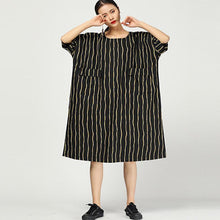 Laden Sie das Bild in den Galerie-Viewer, Retro Round Neck Stripe Loose Pocket Dress