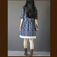 Laden Sie das Bild in den Galerie-Viewer, Vintage blue floral summer dress loose fitting knee dresses