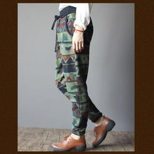 Laden Sie das Bild in den Galerie-Viewer, Vintage print women winter pants velour trousers capris