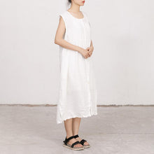 Laden Sie das Bild in den Galerie-Viewer, White Summer Sleeveless Embroidered Linen Dress