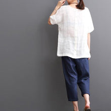 Laden Sie das Bild in den Galerie-Viewer, White cotton blouse summer short sleeve shirt top