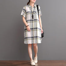 Laden Sie das Bild in den Galerie-Viewer, White plaid casual dress plus size summer linen shift dresses
