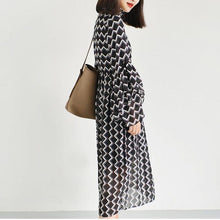 Laden Sie das Bild in den Galerie-Viewer, black high neck chiffon maxi dresses print fabric long sleeve beach dresses