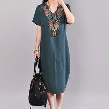 Laden Sie das Bild in den Galerie-Viewer, boutique summer dress oversize Casual Embroidered V Neck Dark Green Short Sleeve Dress