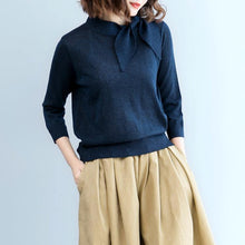 Laden Sie das Bild in den Galerie-Viewer, navy knit sweaters plus size tie o neck knitted tops New blouse