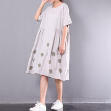 Load image into Gallery viewer, new light gray embroidery linen dresses plus size unique sundress short sleeve wrinkled mid-dress